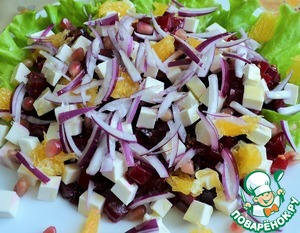 Выложить перья лука в салат.    Посолить морской солью, заправить 1 ст. л. оливкового масла.    Украсить рубленными фисташками.