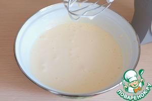 Still whisking, add the sugar servings (1 Cup) baking powder (1/2 teaspoon), add the vanilla sugar 1 teaspoon.