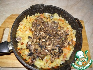 Add the mushrooms to the cabbage,