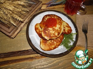 Pancakes are ready, serve with sour cream, red caviar.