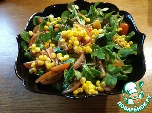 Add lettuce, top with tomatoes and remaining corn. Dressed with the remnants of the filling and enjoy your meal.