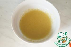 Для заправки смешать оливковое масло, сок лимона, горчицу и соль.