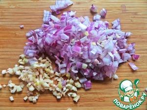 Chop finely onion, garlic.