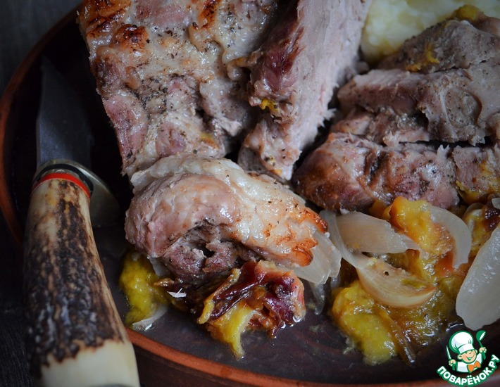 Рецепт: Свинина со сливами и чесноком